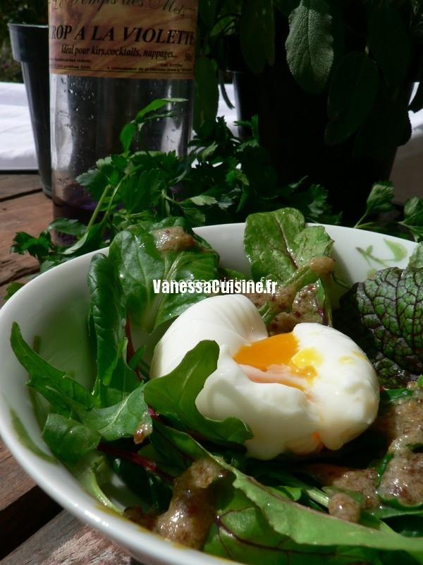 l'oeuf, sa salade de mesclun et sa vinaigrette à la violette