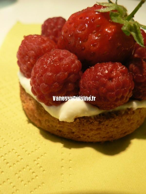 belle tarte fraise framboise, crème vanillée au mascarpone