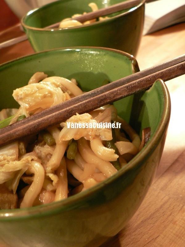 Nouilles udon, poulet et chou chinois