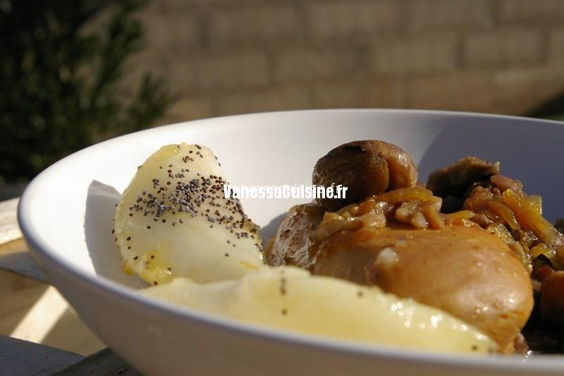 timbale de volaille laquée au miel et sauce soja, marrons et poires caramélisées