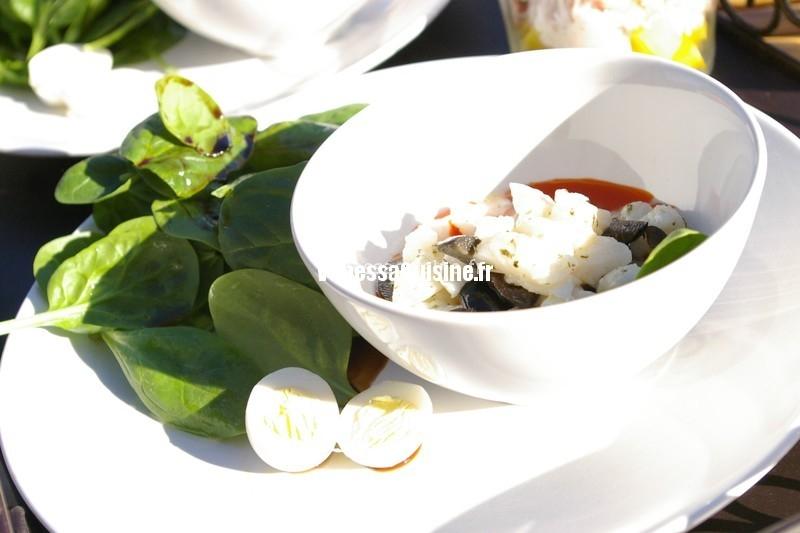 déjeuner léger et ensoleillé, tartare crabe et mangue, puis un autre au loup et pesto de tomat