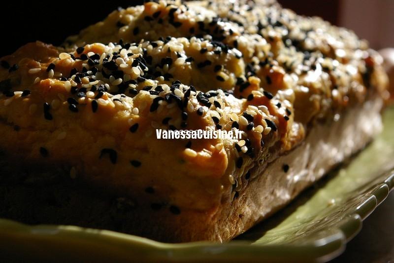 Cake à la mimolette vieille et aux graines de nigelle et sésame