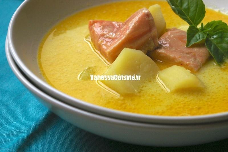 soupe de coco, saumon et pdt au curry doux