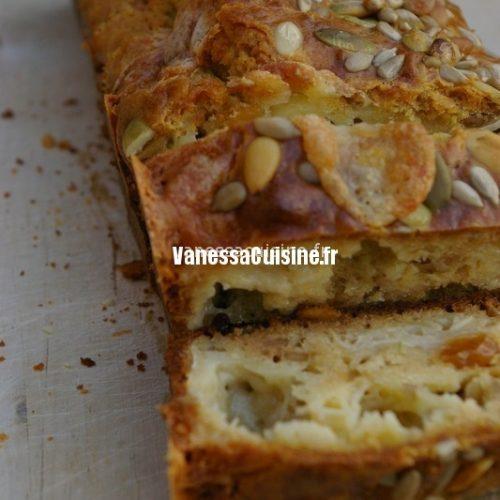 Cake au chèvre, raisins secs et noix