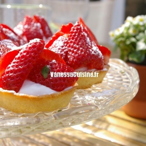 recette de tartelettes aux fraises et crème mascarpone violette