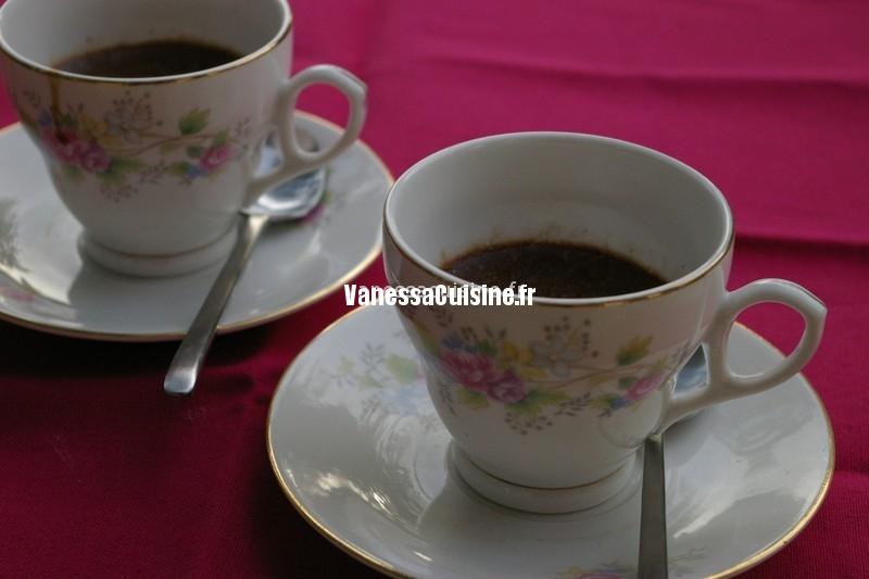 crèmes au chocolat noir et pralinoise, agar agar et lait de soja