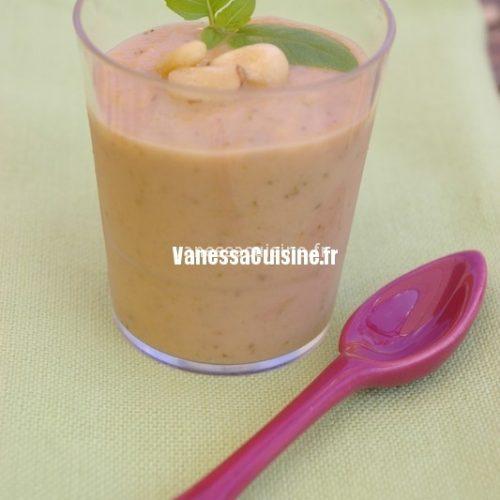 Cappuccino glacé de légumes du sud à la faisselle de chèvre et aux pignons