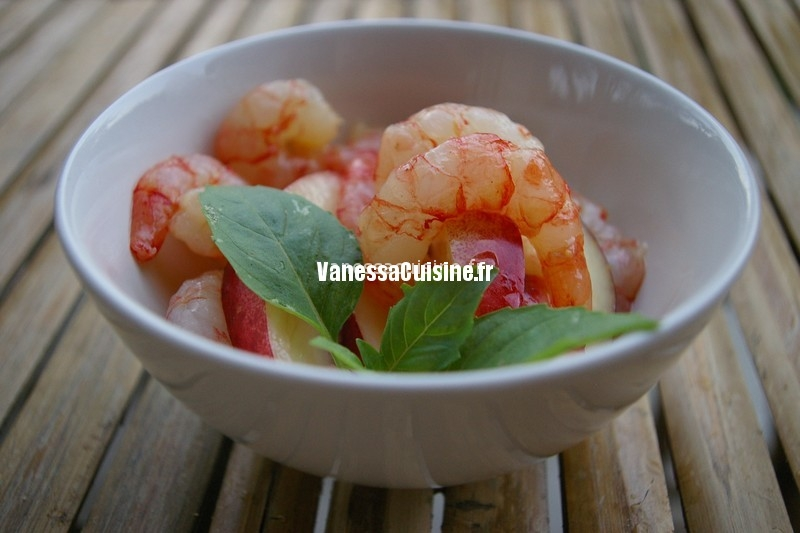 Salade de crevettes aux nectarines blanches