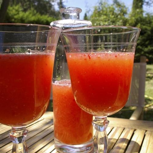 Fraisinette, vin aux fraises