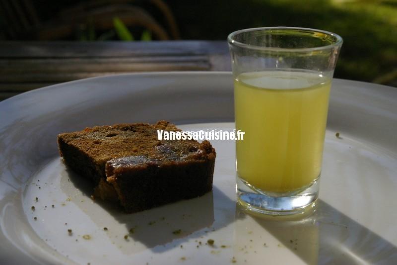 cake au thé vert matcha et aux fruits séchés de l'été, by C. Roussel