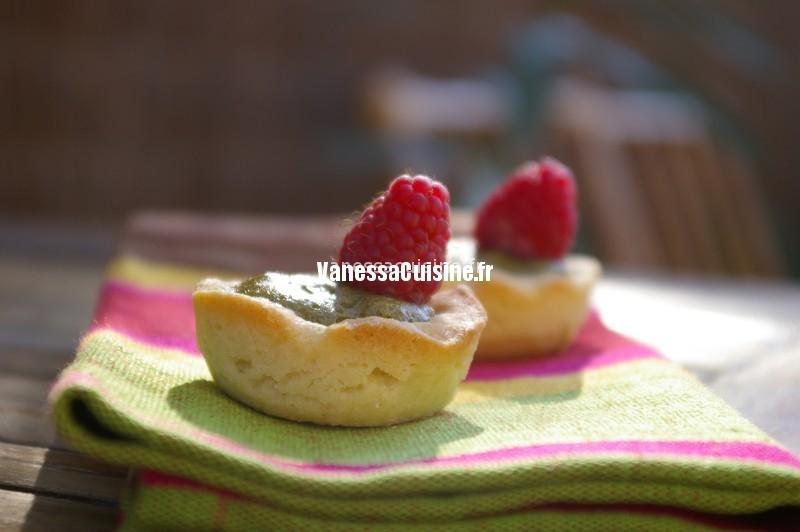 Tartelettes au thé vert matcha et framboises