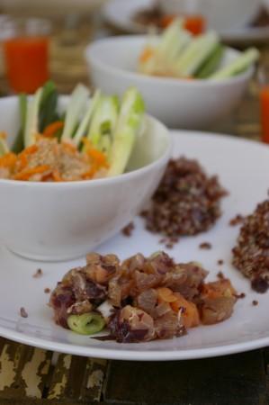 Tartare aux deux saumons, galettes de quinoa, by L. Salomon