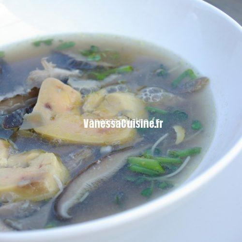 recette de bouillon thaie au canard et fois gras