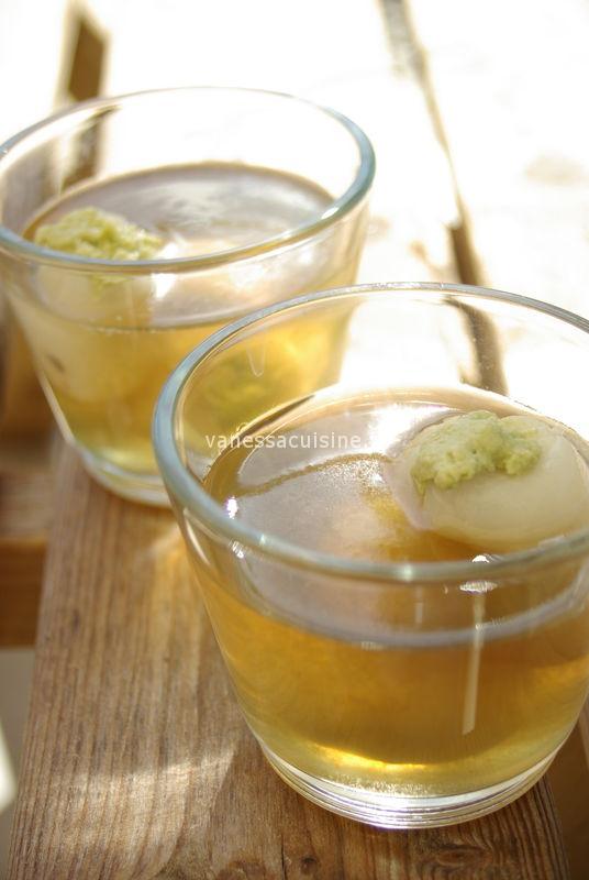 Gelée de citronnelle aux litchees fourrés de crème coco matcha, by Les frères Pourcel