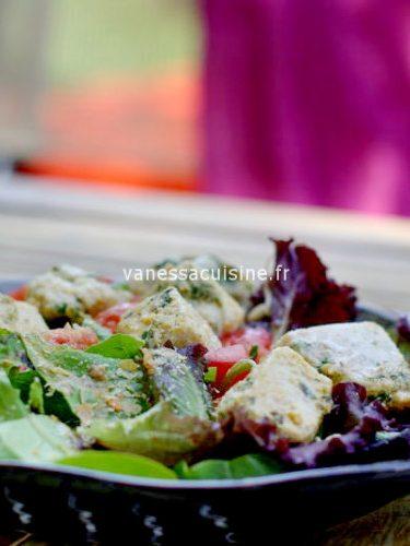 Salade de mesclun et dés de thon chermoula