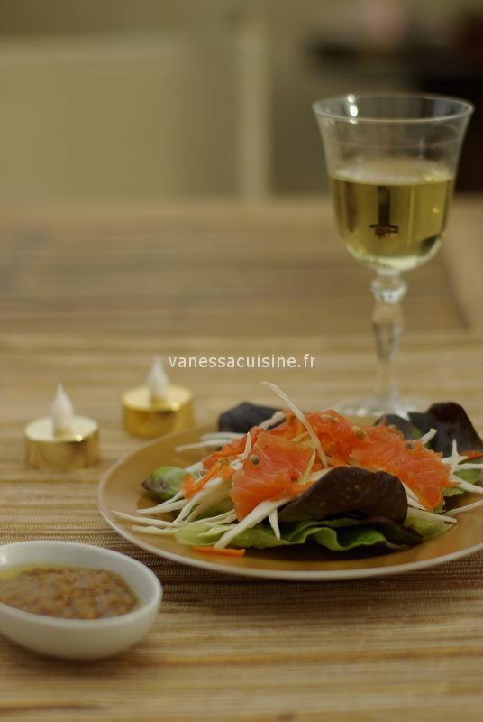 Salade de saumon gravlaax, vinaigrette aux fruits de la passion