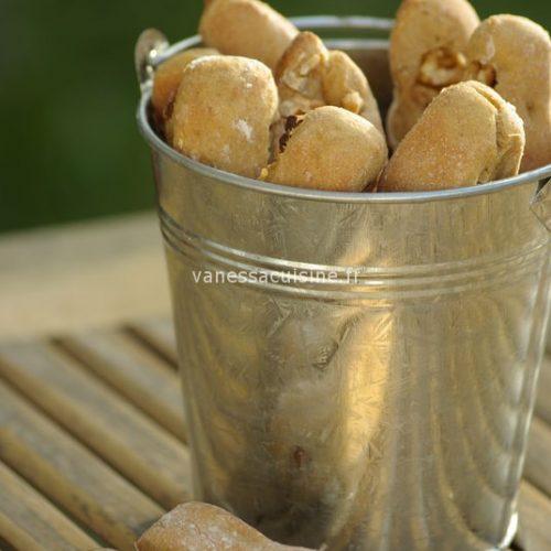 benoitons à la farine de petit épeautre, noix, abricots secs et cannelle