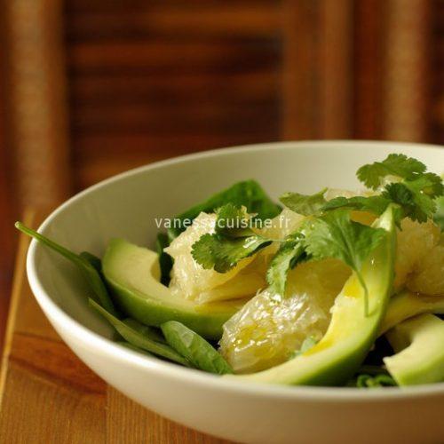 Salade de pomélo, jeunes épinards et avocat