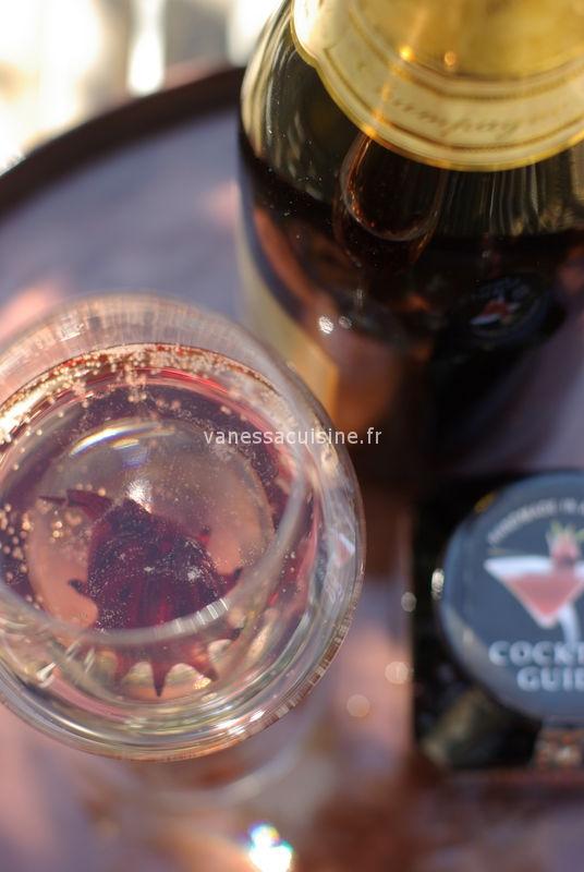 Cocktail de Champagne et hibiscus confit