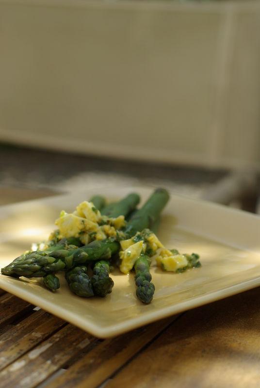 asperges vertes, sauce mimosa
