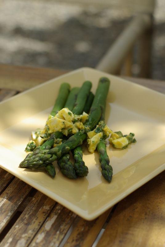 recette d'asperges vertes, sauce mimosa