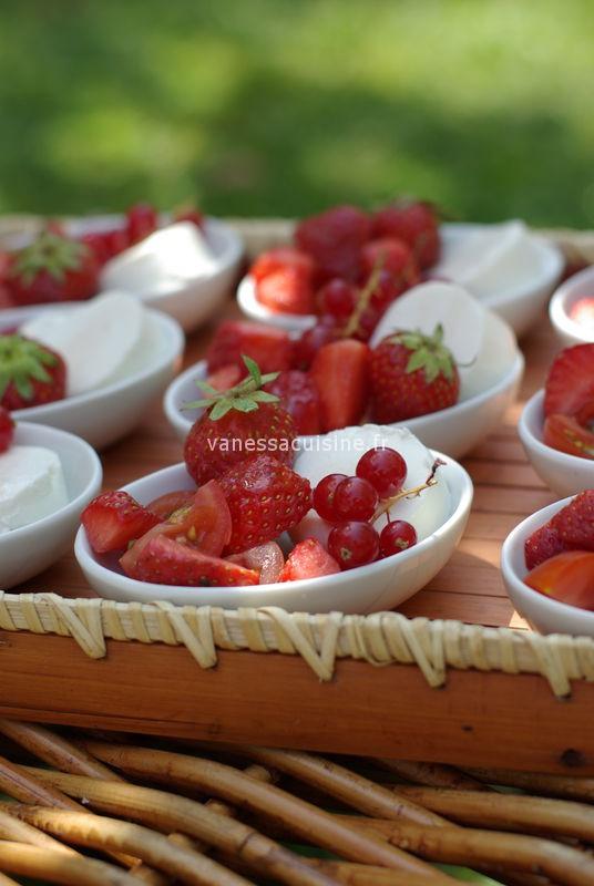 Picholines' party : chèvre frais et fruits rouges, vinaigrette fruitée