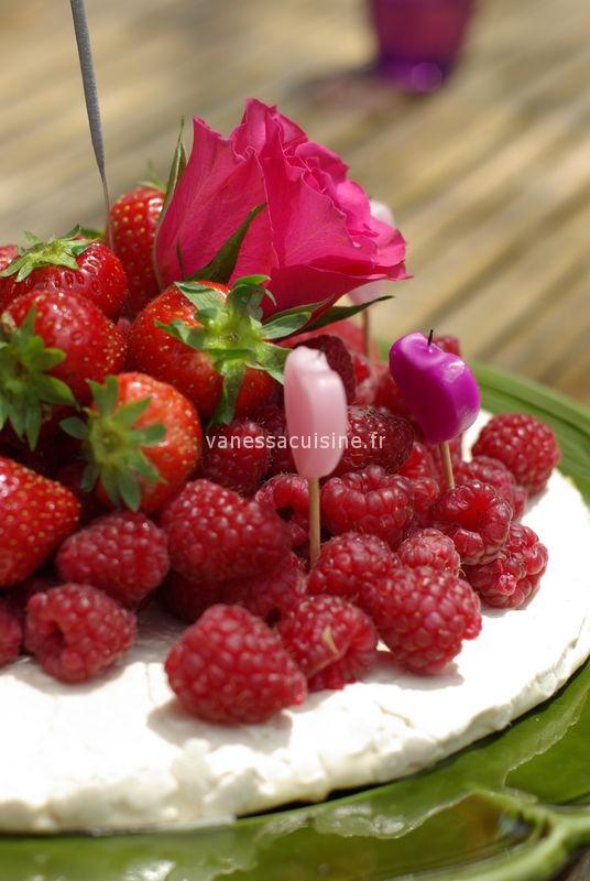 Pavlova aux fruits rouge et à la rose : Anaé a 4 ans !