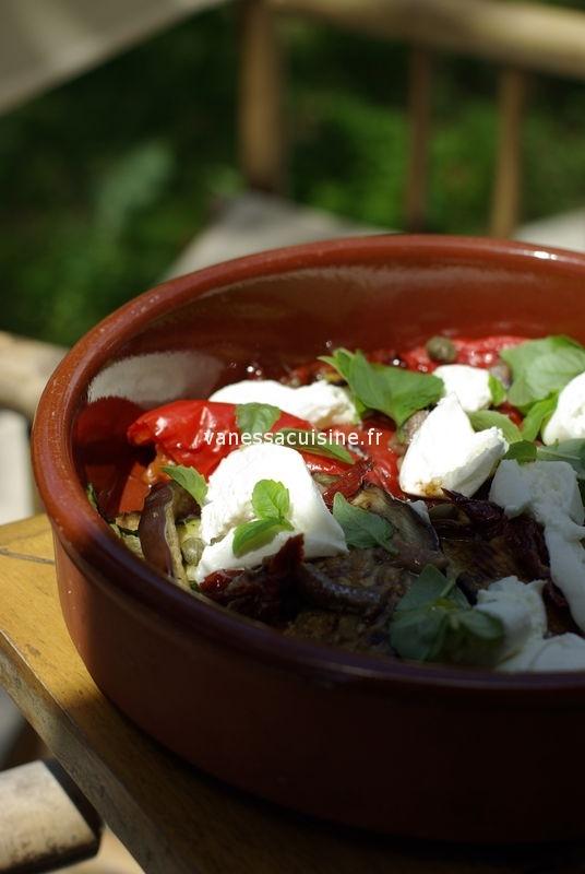 la salade de l'été : légumes grillés, tomates séchées, câpres,