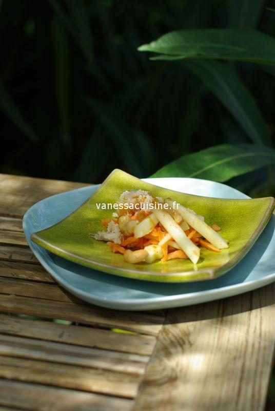 Salade de pommes, carottes, crabe et curry