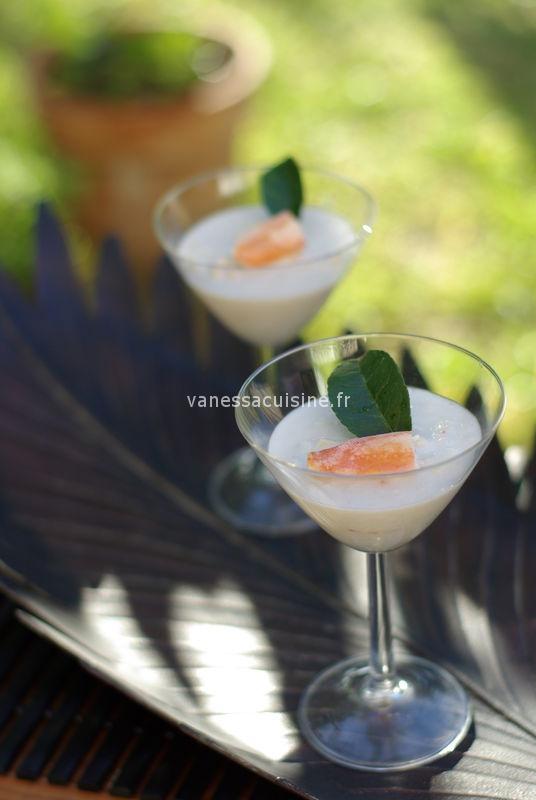 Gelée de coco aux herbes thaies et au crabe