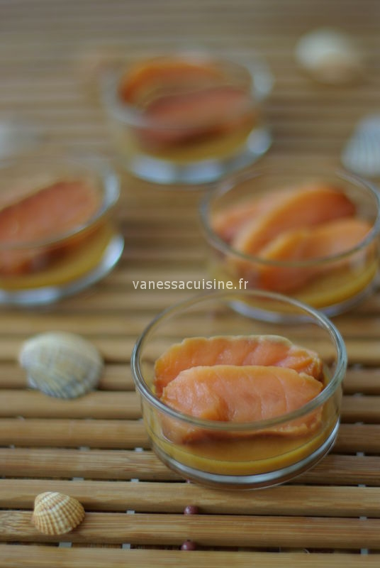 Gelée d'orange au miso et tamari, sashimi de saumon mariné