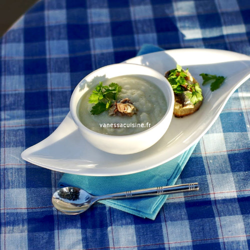 Velouté de chou fleur, tartine de sardine à la coriandre
