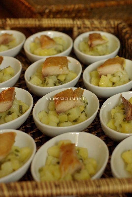 Micro salade de pommes de terre et maquereau fumé