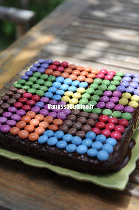Gâteau au chocolat et smarties pour l'anniversaire d'Ysé !