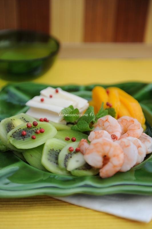 Salade de mangue, kiwis, crevettes et coeur de palmier