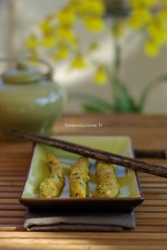 Poulet mariné au curry rouge, feuilles de citronnier et coriandre fraîche