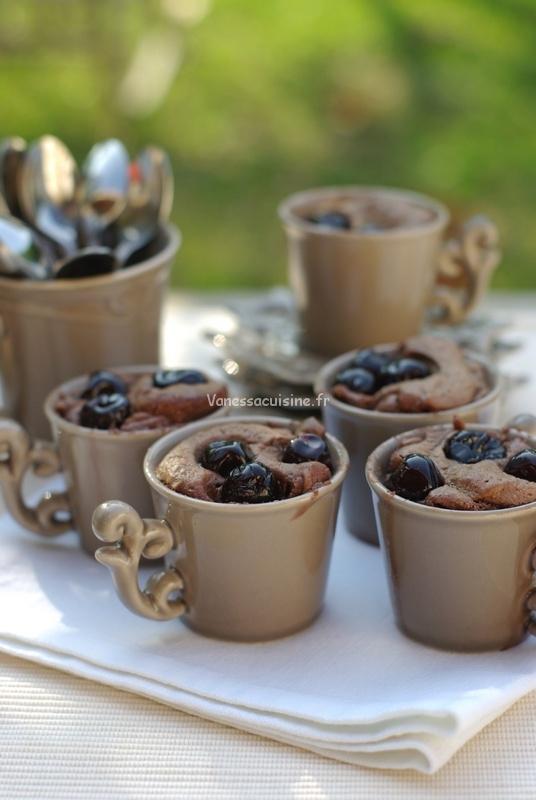 Petits gâteaux au chocolat et aux cerises amarena