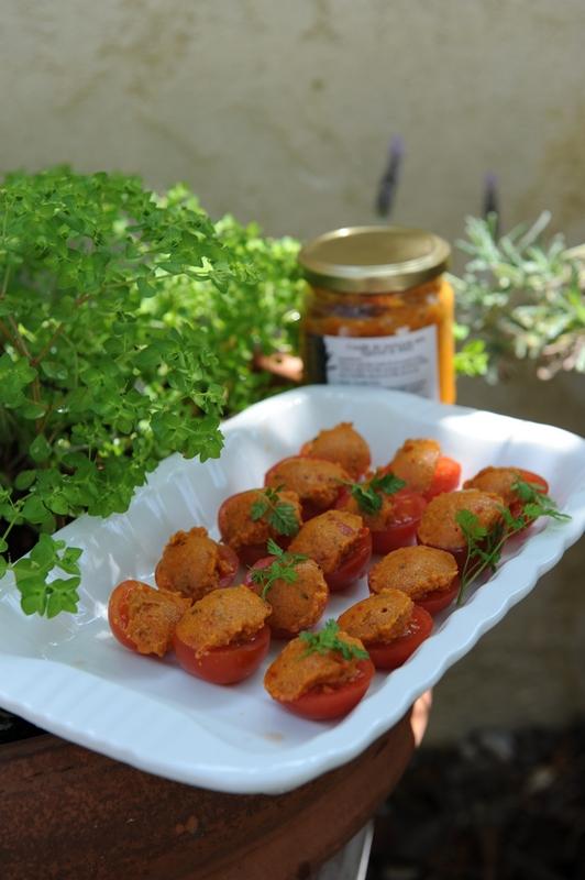 Tomates cerises farcies au confit de poivron au miel