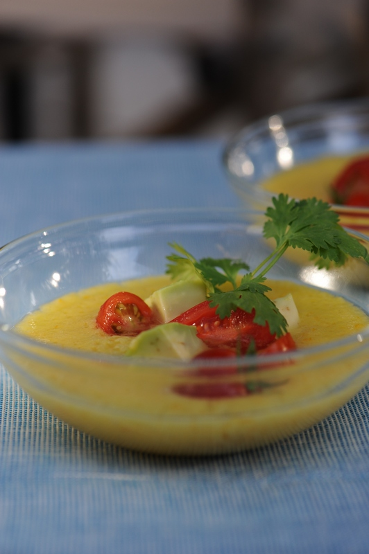 soupe de tomate jaune tartare d 39 avocat et tomates cerises vanessa cuisine. Black Bedroom Furniture Sets. Home Design Ideas