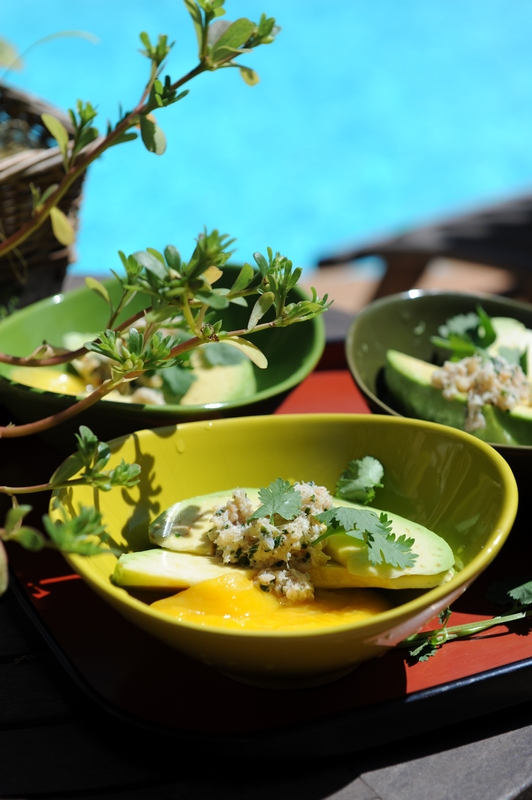 La salade de la piscine : avocat, mangue et crabe à la coriandre
