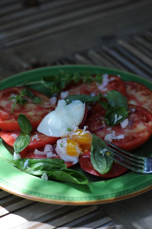 Salade de tomates et oeuf mollet