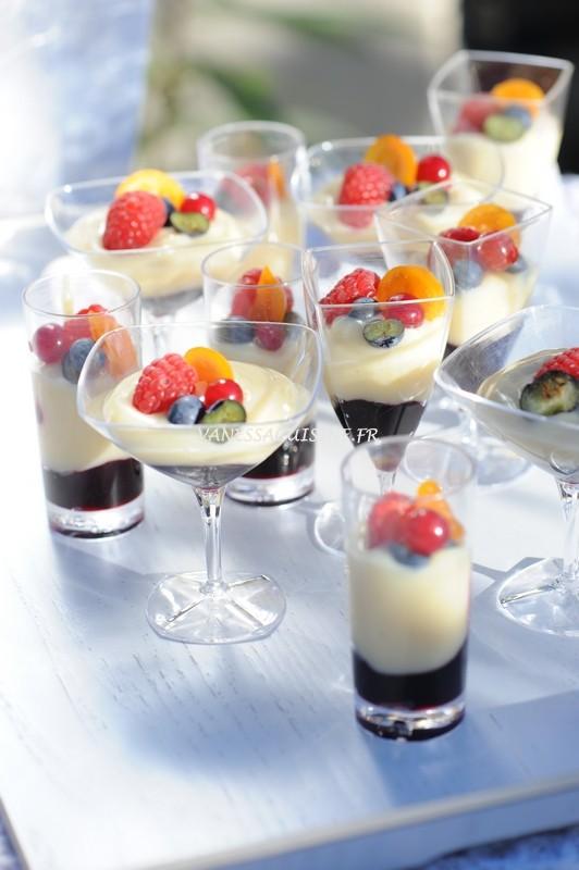 Crème de citron soyeuse, compote de cassis et fruits rouges
