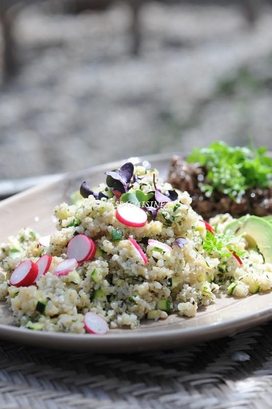 photo d'un taboulé de chou fleur, quinoa, crabe et courgette