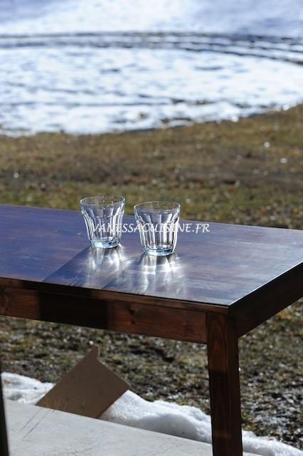 Table au soleil à Seyne