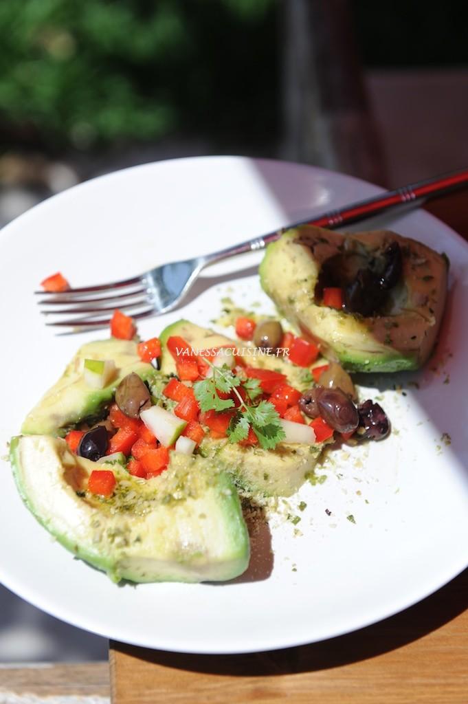 What's for lunch today ? Avocat, graines de courage germées et olives taggiasche