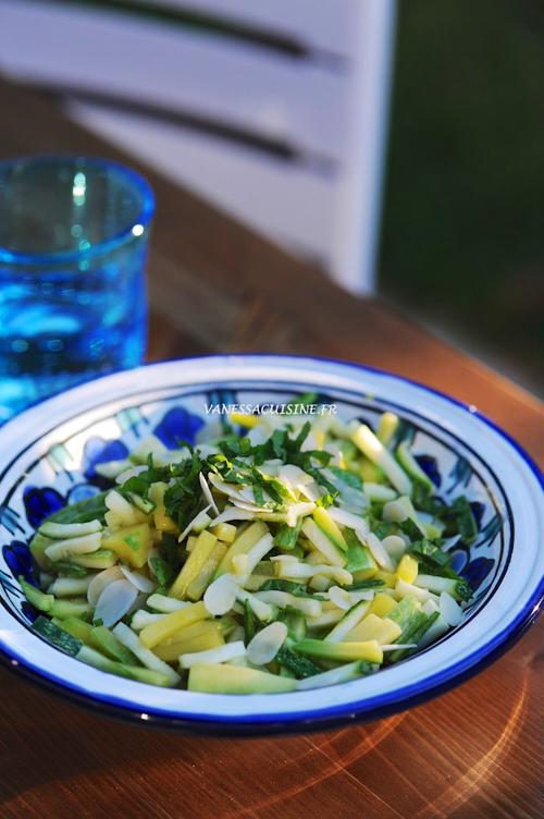 Salade de courgettes à la menthe et amandes effilées