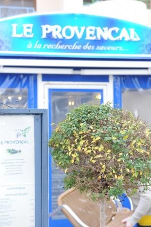 Devanture du restaurant Le Provençal Fréjus