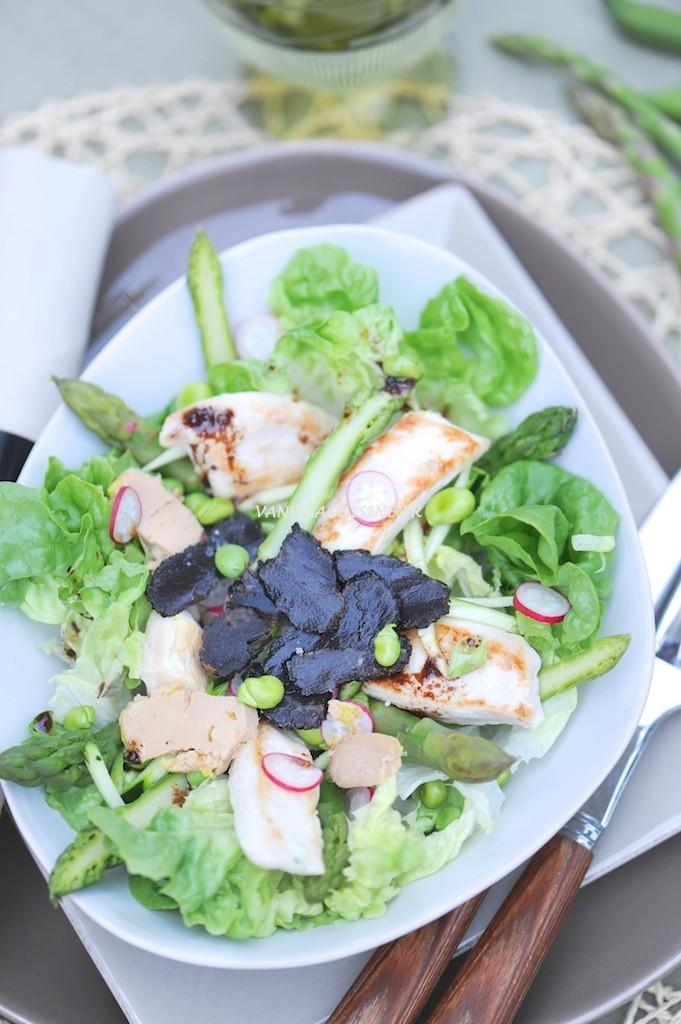 Salade folle de printemps aux dernières truffes, vinaigrette au cacao