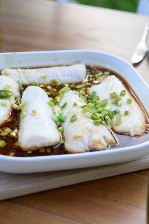 Filets de Merlu cuit doucement au four, gingembre et tamari