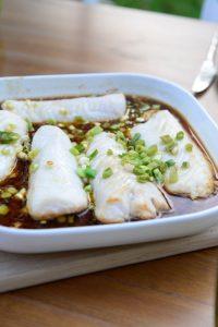Merlu-cuit-au-four-au-gingembre-et-à-la-sauce-soja-Fish-with-ginger-and-tamari-sauce-Vanessa-Romano-Photographe-et-styliste-culinaire-500x750-custom.jpg
